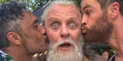 'Thor: Ragnarok': Taika Waititi comparte una divertida imagen con Anthony Hopkins (Odín)