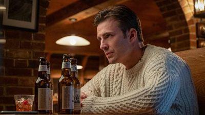 La gente está loca con el jersey de Chris Evans en 'Puñales por la espalda'