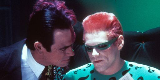 Jim Carrey declara que Tommy Lee Jones le odia desde 'Batman Forever'