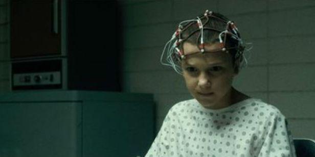 'Stranger Things': Alucina con estos vídeos de Eleven cantando en español y rapeando