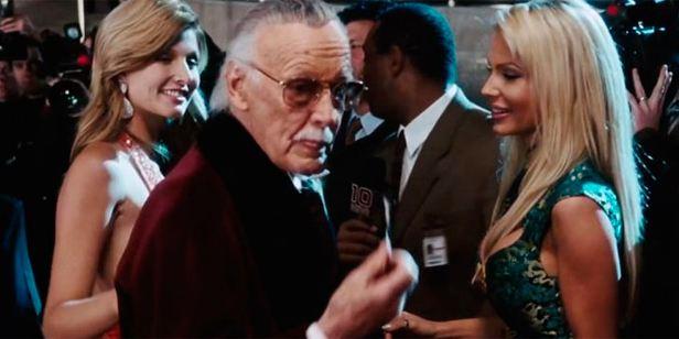 'Iron Man': ¿Recuerdas que Stan Lee interpretó a Hugh Hefner en la gran pantalla?