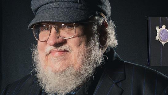 Emmys 2018: ¿Qué significa el pin del autor de 'Juego de Tronos'?