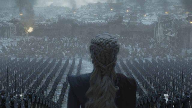 Emilia Clarke vio todos los discursos de Hitler para hacer el suyo en el final de 'Juego de Tronos'