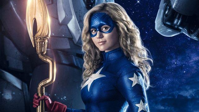 El tráiler de 'Stargirl' nos enseña cómo Starman (Joel McHale) le pasa el relevo a la superheroína