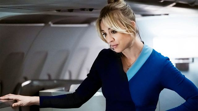 'The Flight Attendant': así luce Kaley Cuoco en su nuevo y rádicalmente dieferente papel protagonista tras 'The Big Bang Theory'