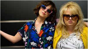 'Mejor... solteras': Únete a la fiesta de Dakota Johnson y Rebel Wilson con estos 4 clips