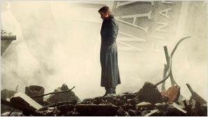 'Batman v Superman': La nueva imagen de 'El amanecer de la justicia' muestra a Bruce Wayne entre ruinas