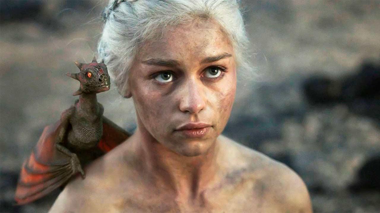 Emilia Clarke Asegura Que Recibe Mucha Mierda Por Sus Desnudos En