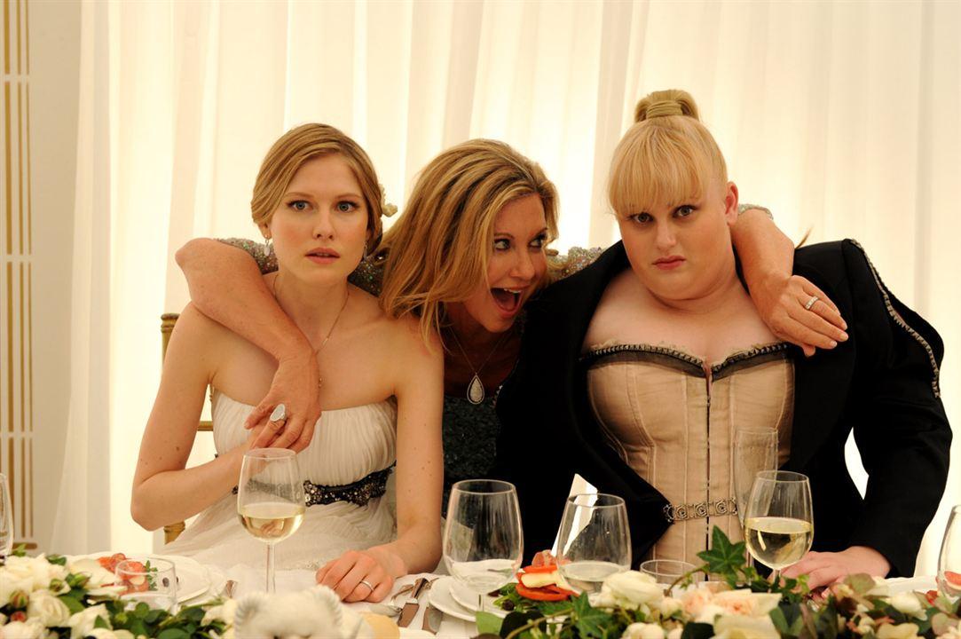 Una boda de muerte : Foto Laura Brent, Olivia Newton-John, Rebel Wilson