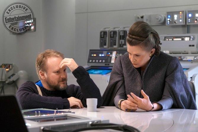 El director de la pelicula y Leia