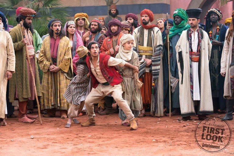 Aladdin salva a dos niños