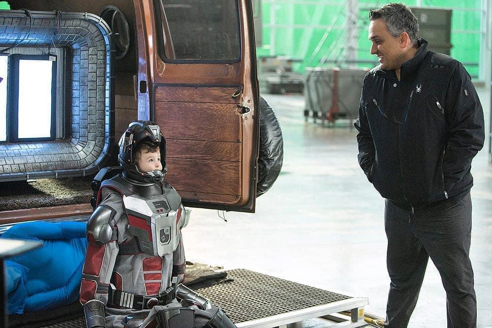 El director Joe Russo con un pequeño Scott Lang