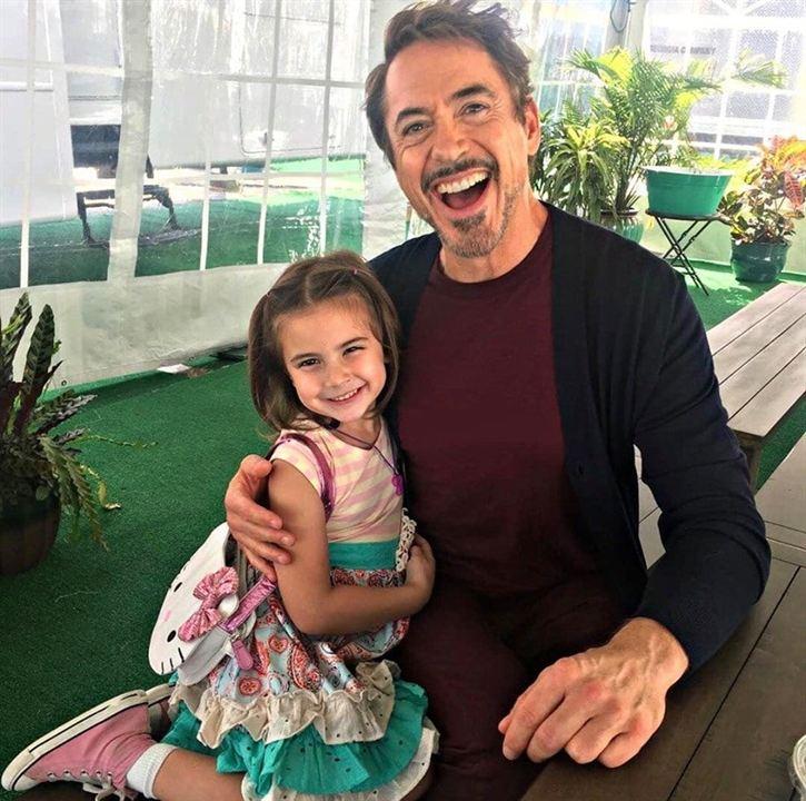 Robert Downey Jr. junto a su hija en la gran pantalla Lexi Rabe