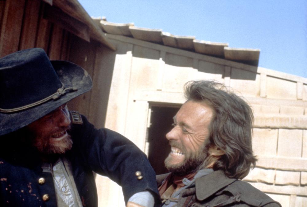 El fuera de la ley : Foto Bill McKinney, Clint Eastwood