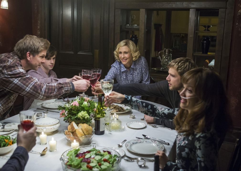 Foto Freddie Highmore, Kenny Johnson, Max Thieriot, Olivia Cooke, Vera Farmiga