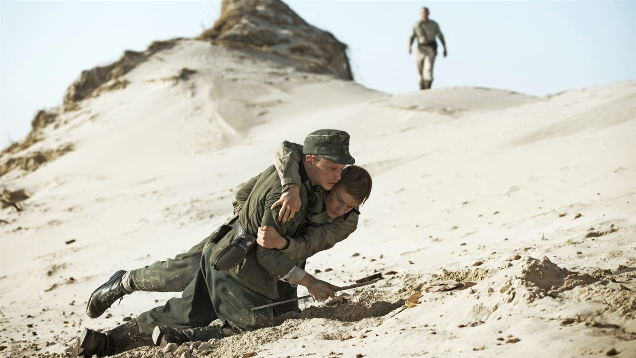 Land of Mine (Bajo la arena) : Foto Louis Hofmann