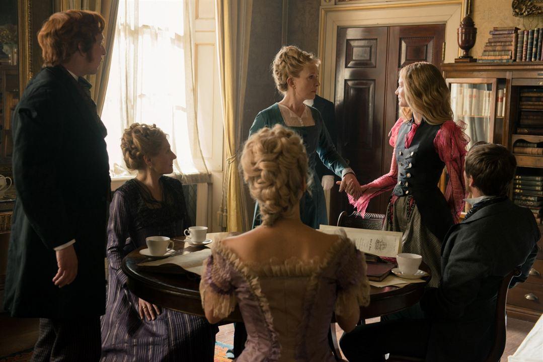 Alicia a través del espejo : Foto Leo Bill, Lindsay Duncan, Mia Wasikowska
