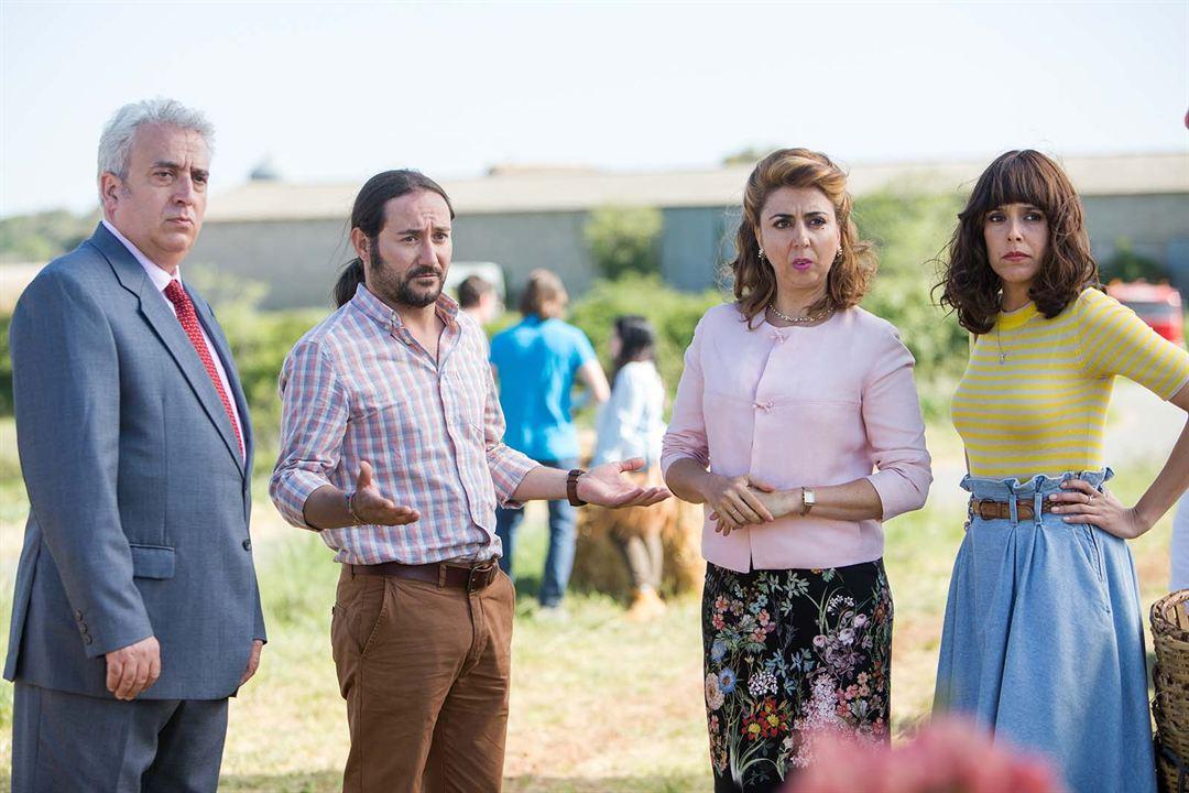 Villaviciosa de al lado : Foto Belén Cuesta, Carlos Santos, Carmen Ruiz, Leo Harlem