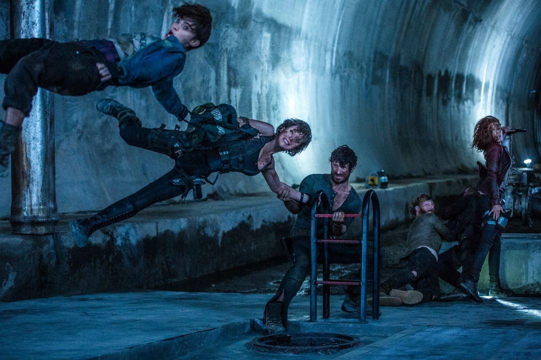 Resident Evil: El capítulo final : Foto Ali Larter, Eoin Macken, Milla Jovovich, Milton Schorr, Ruby Rose