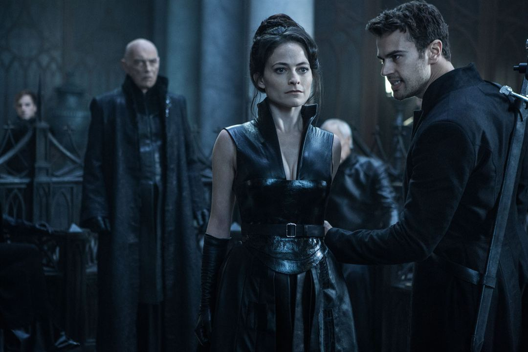 Underworld: Guerras de sangre : Foto James Faulkner, Lara Pulver, Theo James