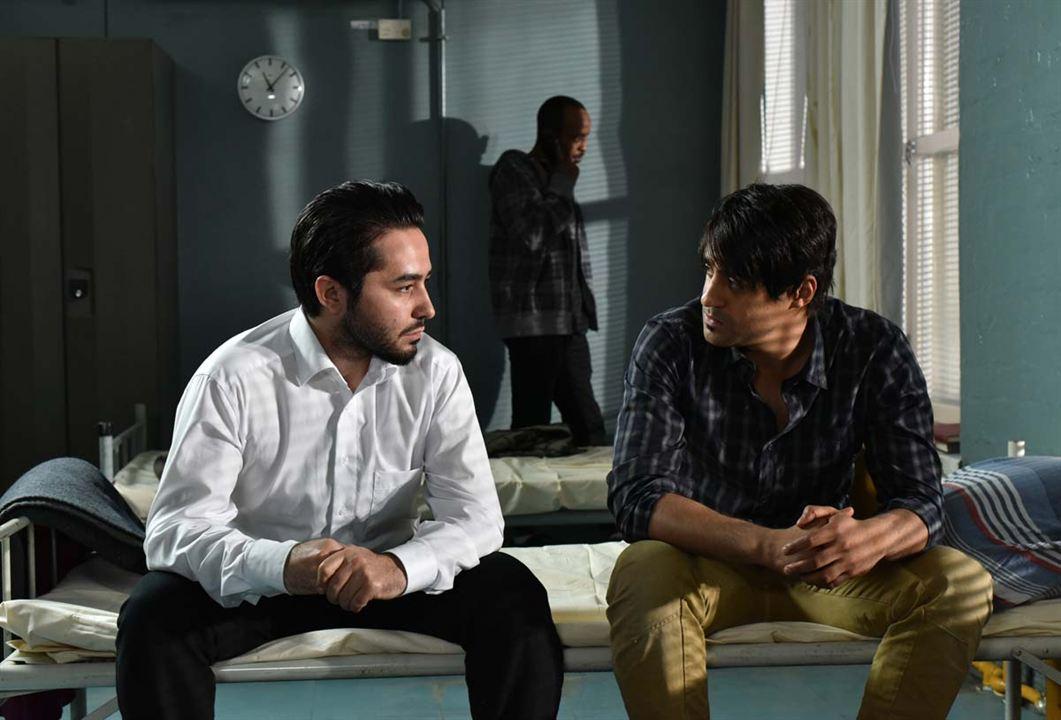 El otro lado de la esperanza : Foto Sherwan Haji, Simon Al-Bazoon
