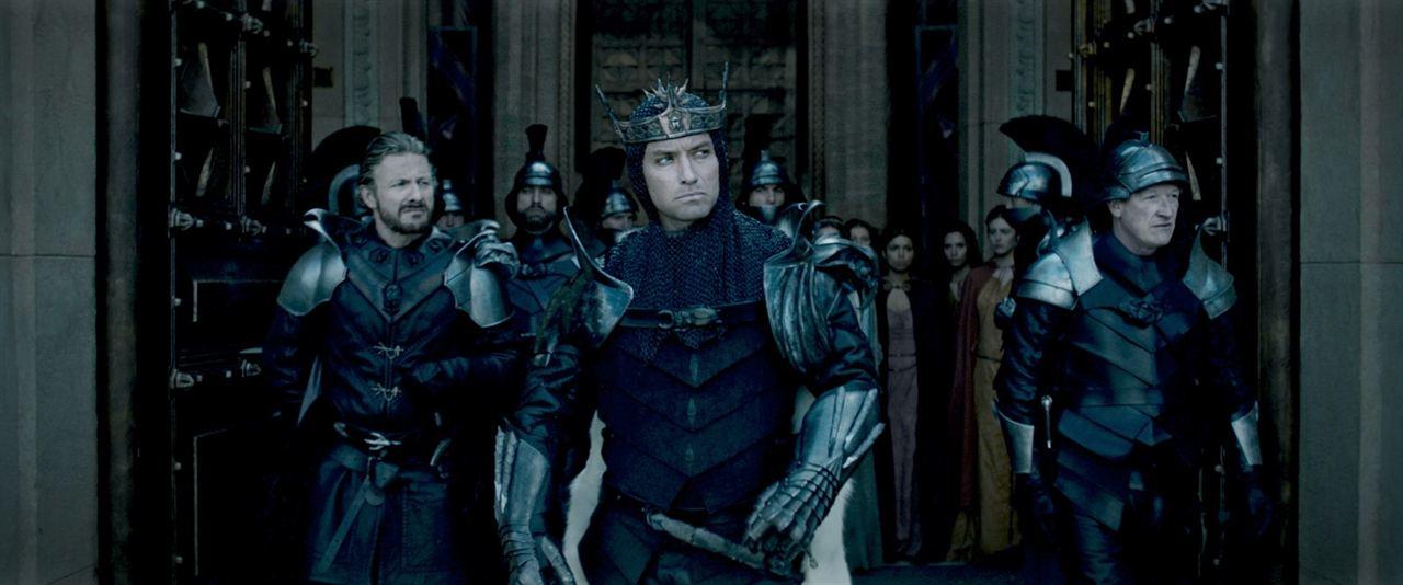 Rey Arturo: La leyenda de Excalibur : Foto Jude Law, Peter Ferdinando