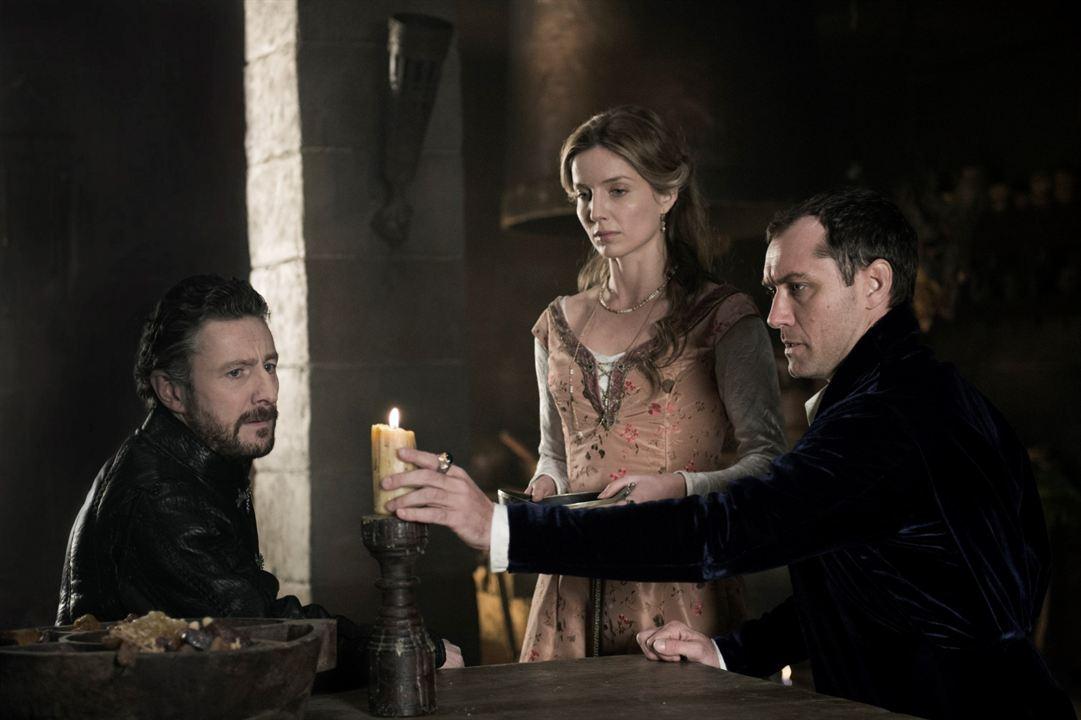 Rey Arturo: La leyenda de Excalibur : Foto Annabelle Wallis, Jude Law, Peter Ferdinando