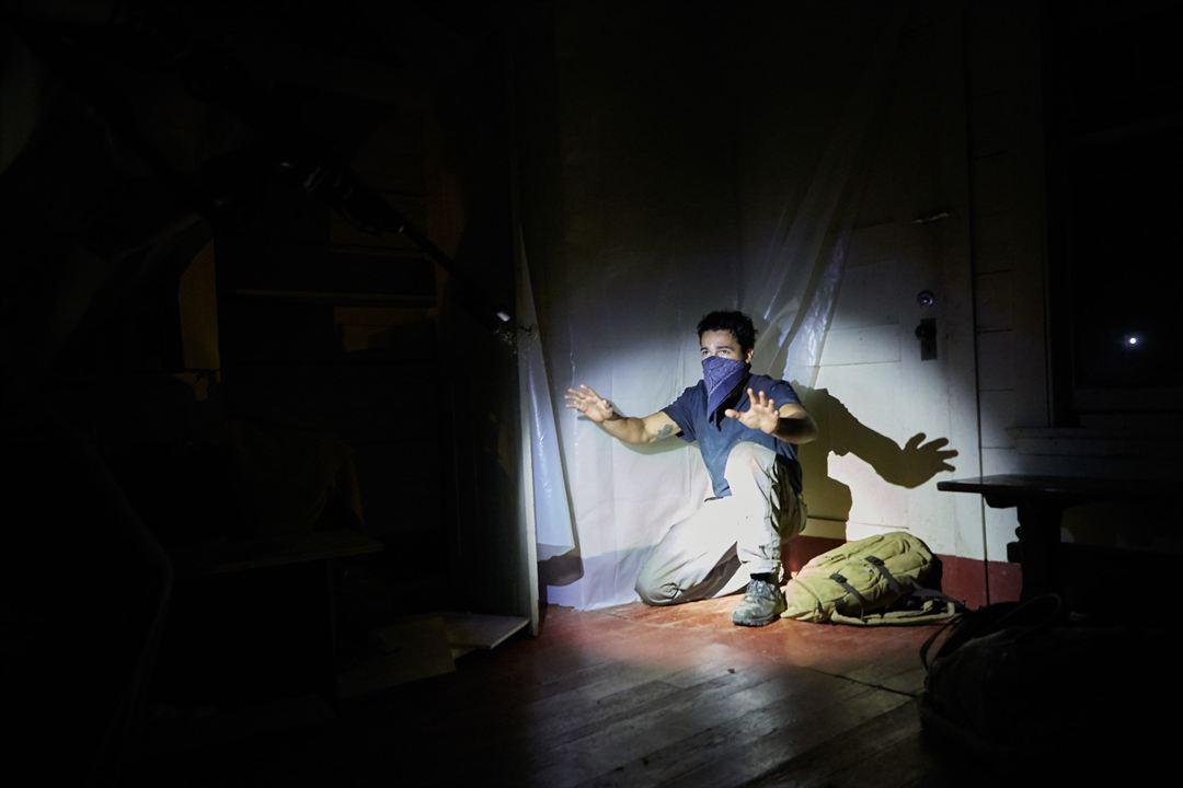 Llega de noche : Foto Christopher Abbott