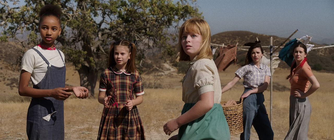 Annabelle: Creation : Foto Grace Fulton, Lulu Wilson, Philippa Coulthard