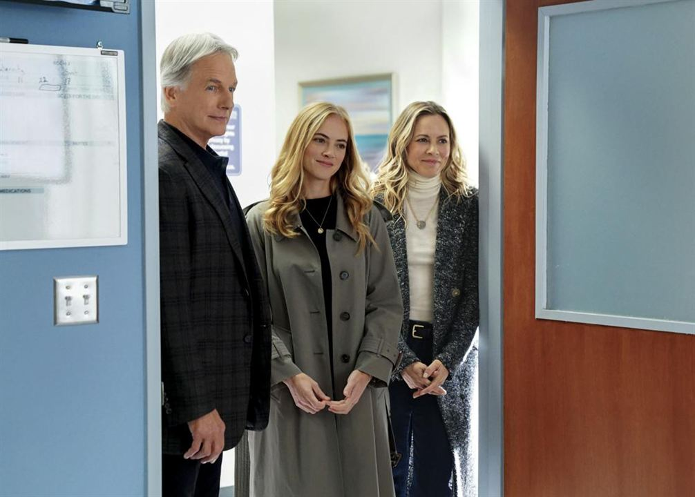 Foto Emily Wickersham, Maria Bello, Mark Harmon