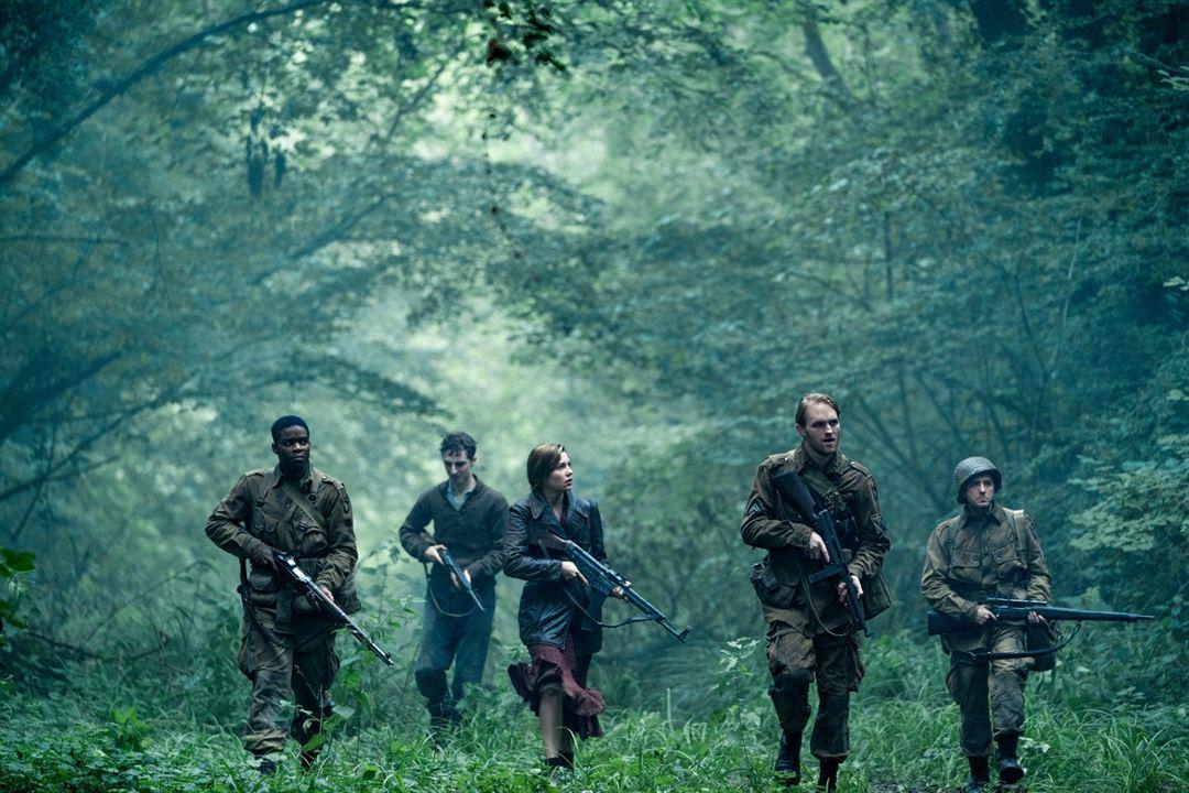 Overlord : Foto Dominic Applewhite, John Magaro, Jovan Adepo, Mathilde Ollivier, Wyatt Russell