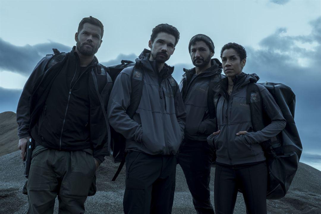 Foto Cas Anvar, Dominique Tipper, Steven Strait, Wes Chatham