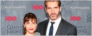 'Juego de Tronos': La esposa de David Benioff, Amanda Peet, le ruega que le explique qué pasará en la sexta temporada