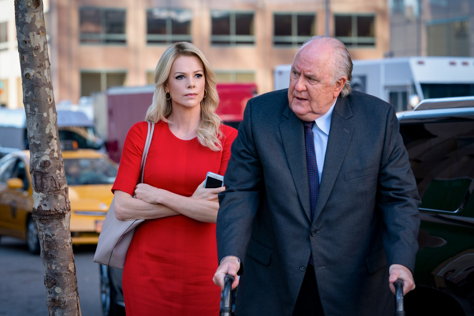Charlize Theron y John Lithgow en El escándalo (Bombshell)