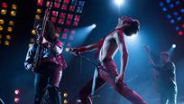 El reparto de 'Bohemian Rhapsody' cuenta cómo consiguió meterse en la piel de la banda liderada por Freddie Mercury en este vídeo en EXCLUSIVA