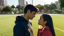 Los actores de 'A todos los chicos de los que me enamoré' hacen un llamamiento a la libertad sexual durante los premios MTV