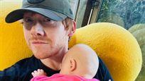 "Rupert Grint supera a Jennifer Aniston en Instagram con una foto de su hija: ""Es surrealista"""