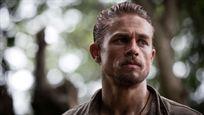 """Charlie Hunnam no ha visto ninguna de sus películas: """"Tengo miedo de sentirme mal viéndolo"""""""