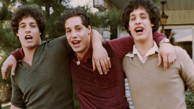 Tres idénticos desconocidos Tráiler (2) VO