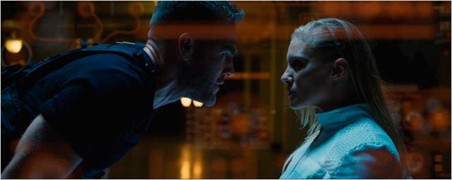 James Van Der Beek y Katee Sackhoff protagonizan una versión oscura de 'Power Rangers'