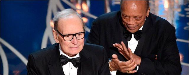 Ennio Morricone recibe su primer Oscar por la banda sonora de 'Los odiosos ocho'
