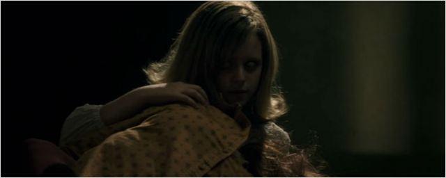 'Ouija: El origen del mal': Elizabeth Reaser se enfrenta a los espíritus en este clip en EXCLUSIVA