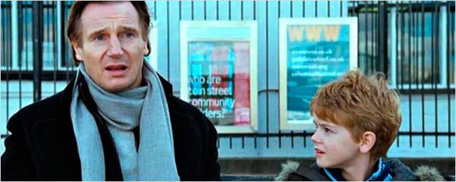 'Love Actually': Primeras imágenes del reencuentro de Liam Neeson y Thomas Brodie-Sangster 14 años después