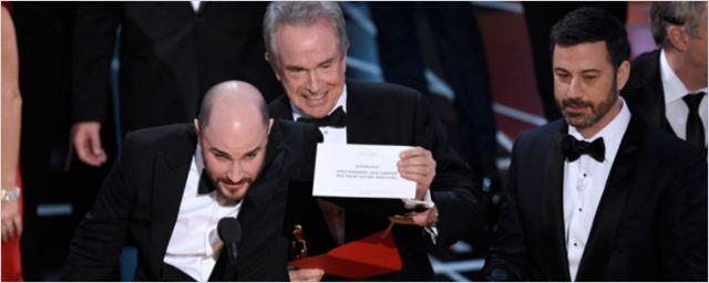 Oscar 2017: M. Night Shyamalan bromea sobre el error de la gala publicando en Twitter que lo escribió él