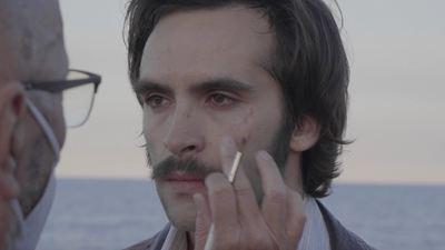 'El sustituto': Descubre cómo se convirtió Ricardo Gómez en un detective de los 80 con este vídeo en EXCLUSIVA