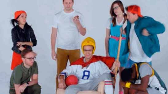 Así serían los personajes de 'La banda del patio' (y otras series) en la vida real
