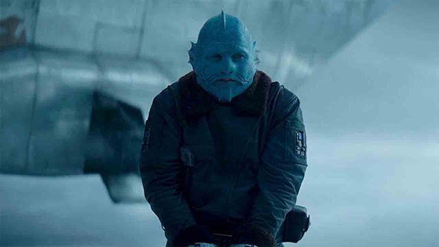 Tras la máscara del Mythrol en 'The Mandalorian' (Disney+): así es el actor que encarna al aliado azul del Din Djarin