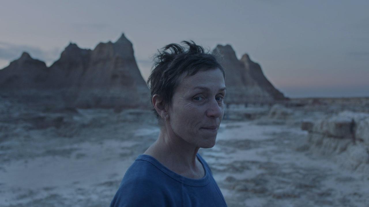 'Nomadland': 5 meses en ruta en una autocaravana y trabajo como cajera. Así se convirtió Frances McDormand en Fern
