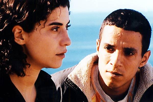 Lejos: Mohamed Hamaidi, Lubna Azabal