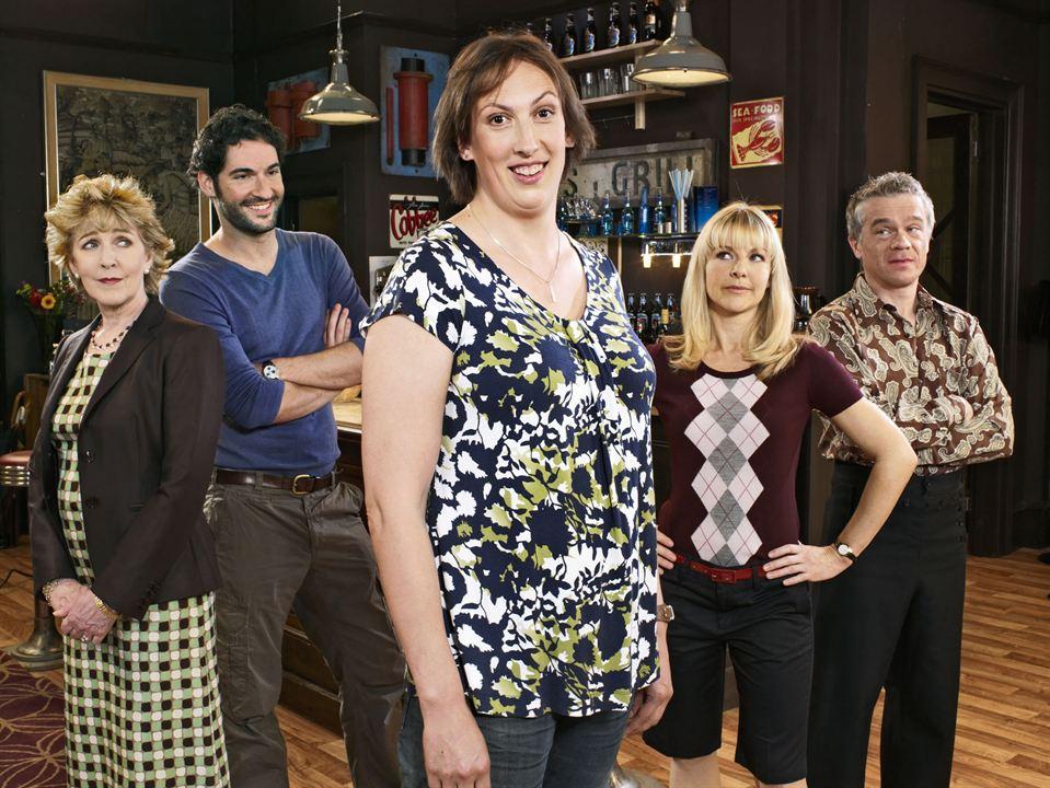 Foto James Holmes, Miranda Hart, Patricia Hodge, Sarah Hadland, Tom Ellis